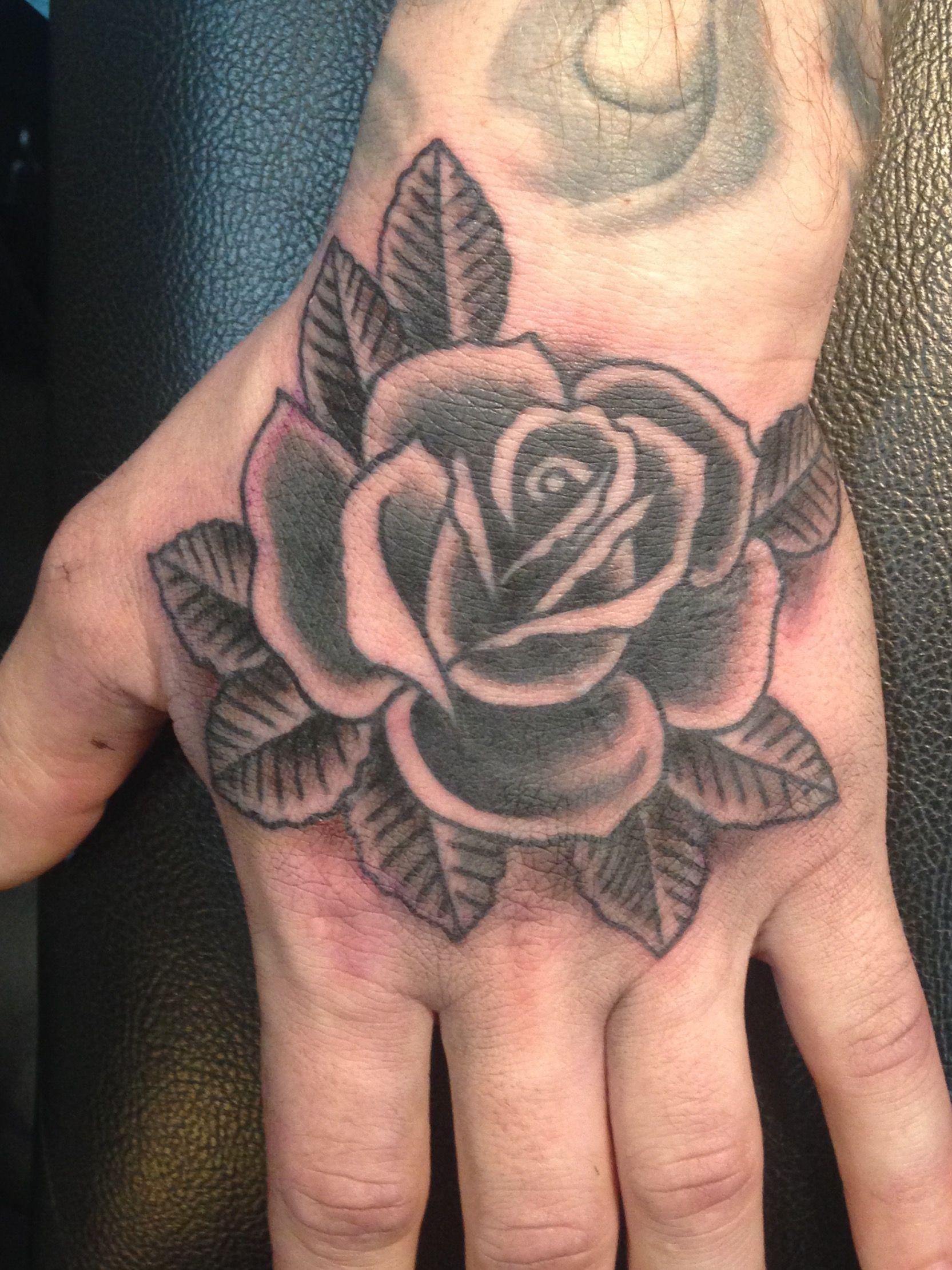 Traditional Black And Grey Rose Hand Tattoo By Sara Purr Sarapurr Com Tatoeage Ideeen Tatoeage Tatoeages