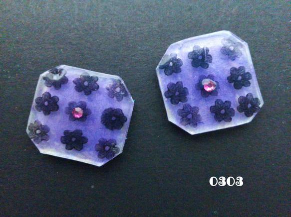小花柄のレトロ感のあるピアス。パールがかった薄紫色です。サイズ 約2×1.8センチ使用素材 プラバン、レジン、アクリルストーン表面にムラがある場合...|ハンドメイド、手作り、手仕事品の通販・販売・購入ならCreema。