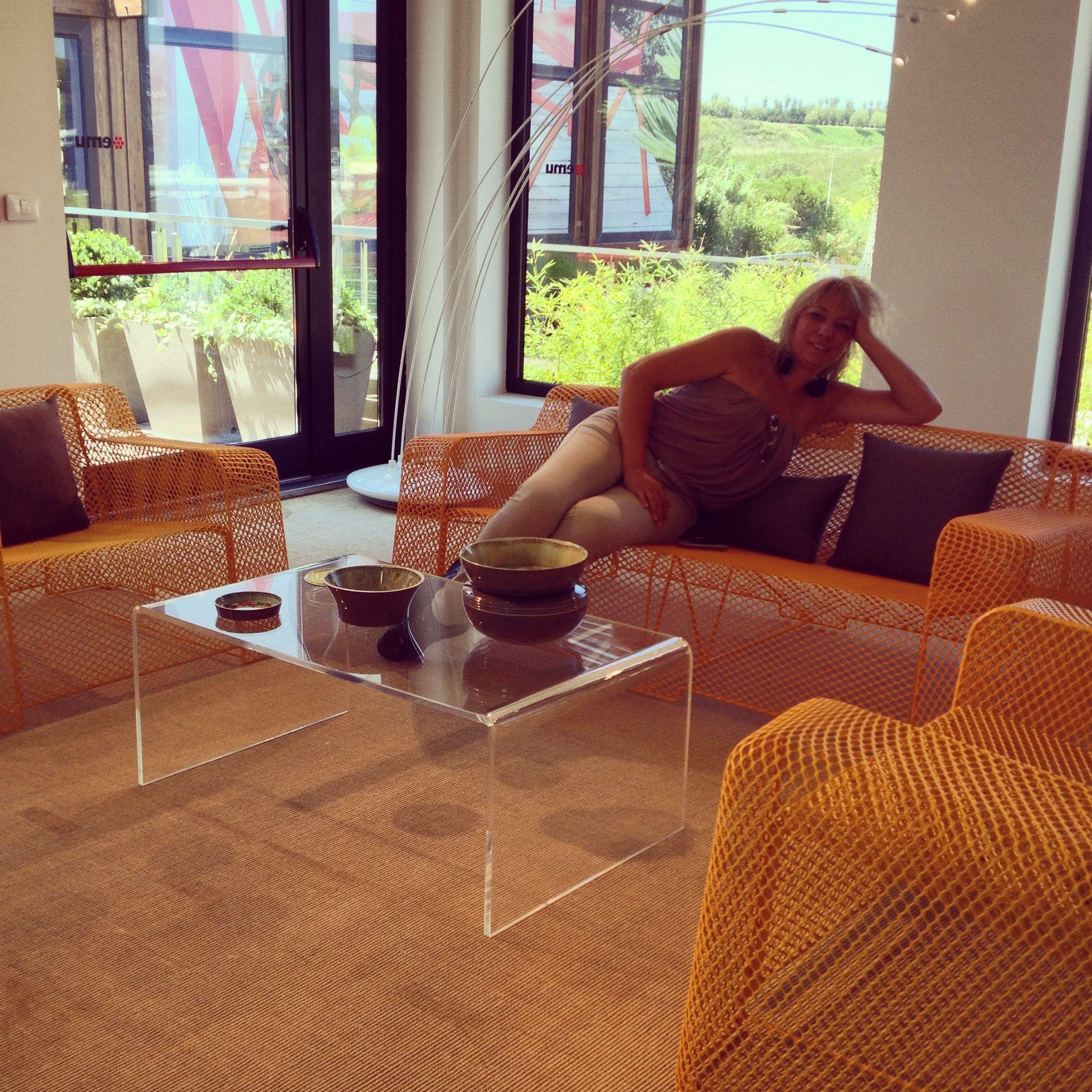 Tavolino da salotto in plexiglass trasparente design for Salotto arredamento moderno