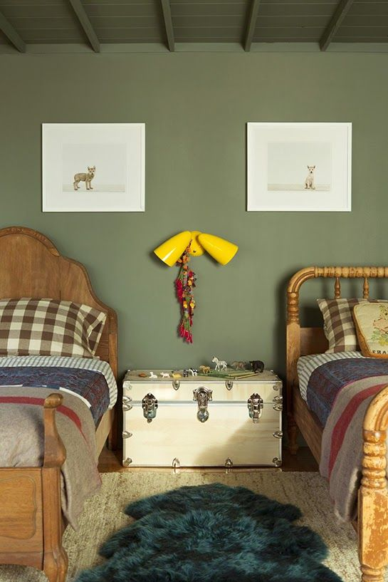 une chambre d 39 enfant en vert kaki vert kaki en vert et vert. Black Bedroom Furniture Sets. Home Design Ideas