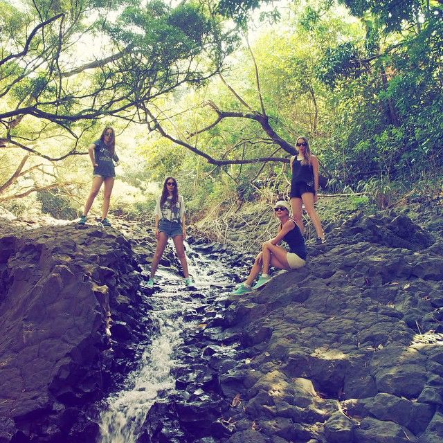 """""""Hiking with the Squad in Hawaii. @haimtheband"""" SQUAD GOALS"""