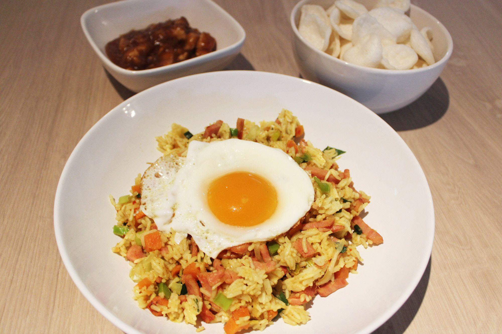 Zin in een oosterse maaltijd vanavond? Probeer dan onze Nasi Goreng. De zelfgemaakte boemboe zorgt voor veel smaak.