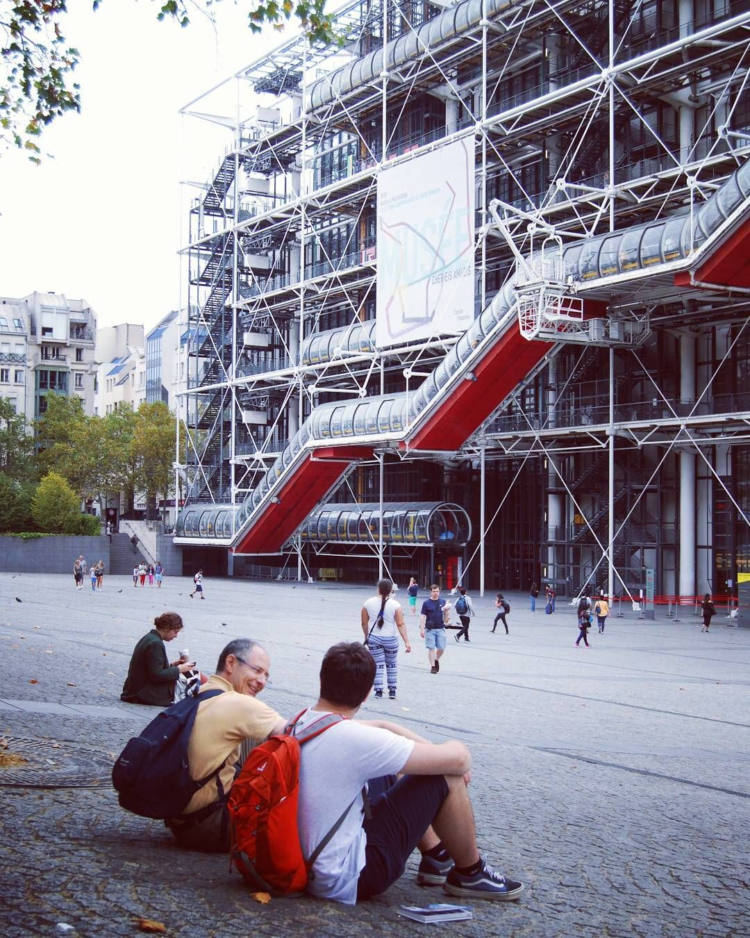 ©federicovincenzi_  - Nella terra dei mangiarane, parte prima #paris #france #centrepompidou #art #travel #family #rane #lumache #landmark