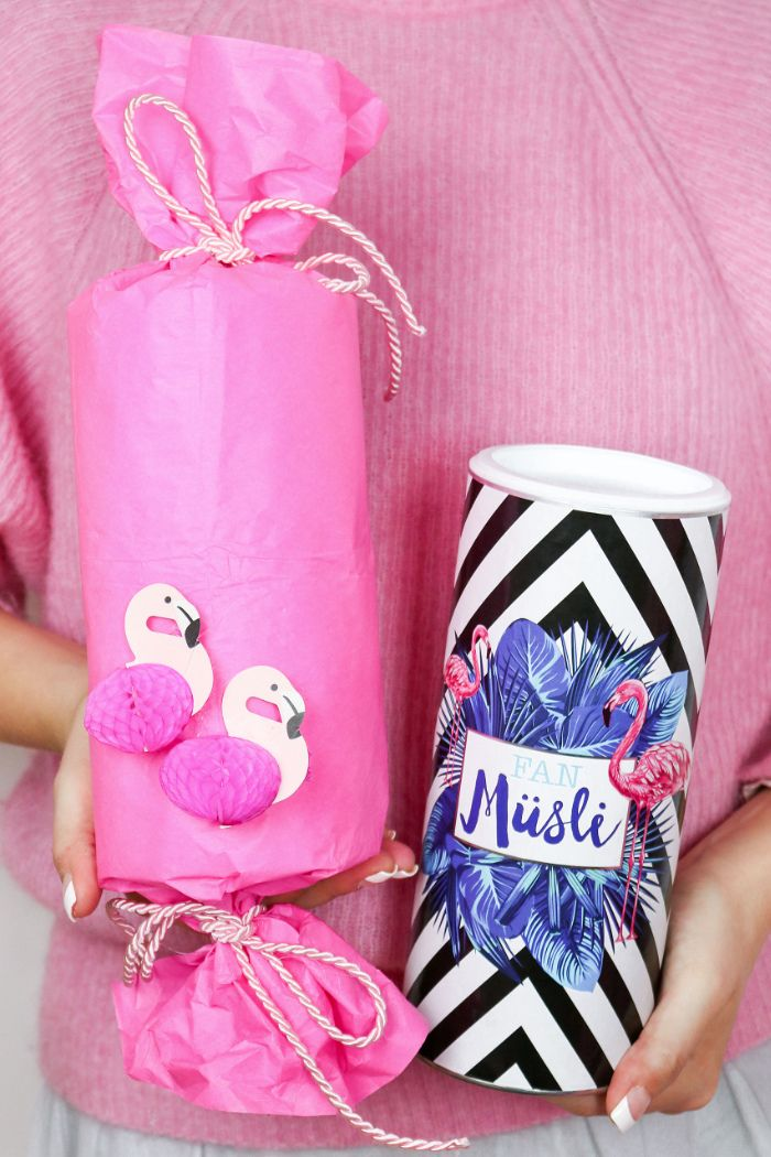 diy flamingo geschenkverpackung basteln 3 kreative geschenk ideen flamingo wrapping ideas. Black Bedroom Furniture Sets. Home Design Ideas