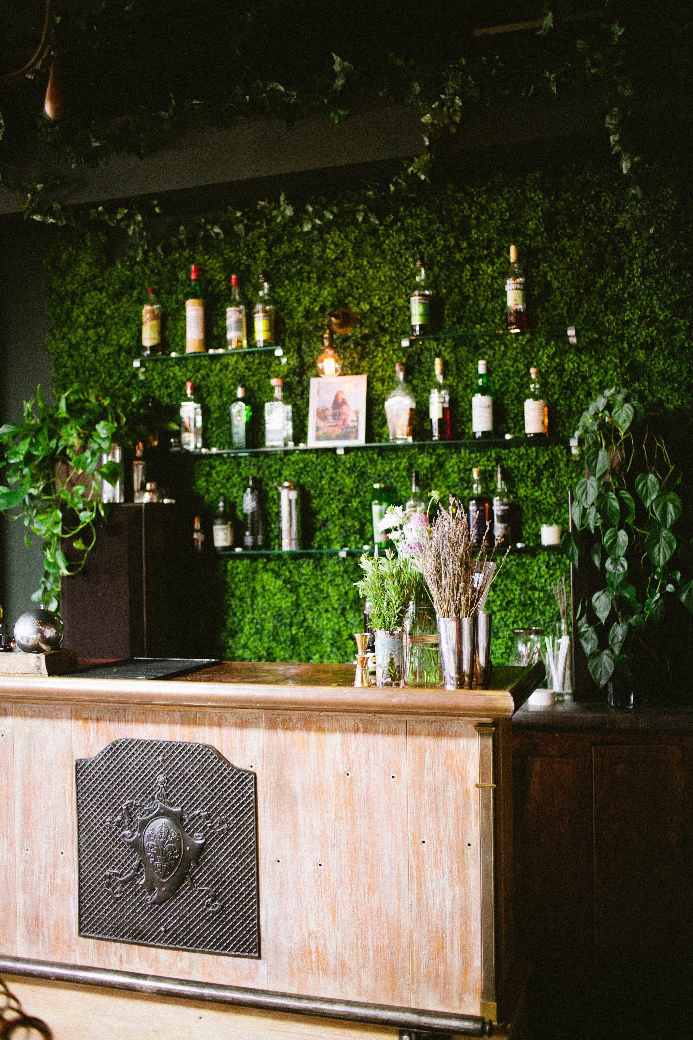 Ivy covered bar   Photography: Sorella-Muse - www.sorella-muse.com ...