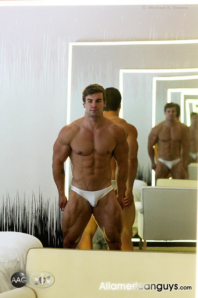 Muscley hunk lovers get hot