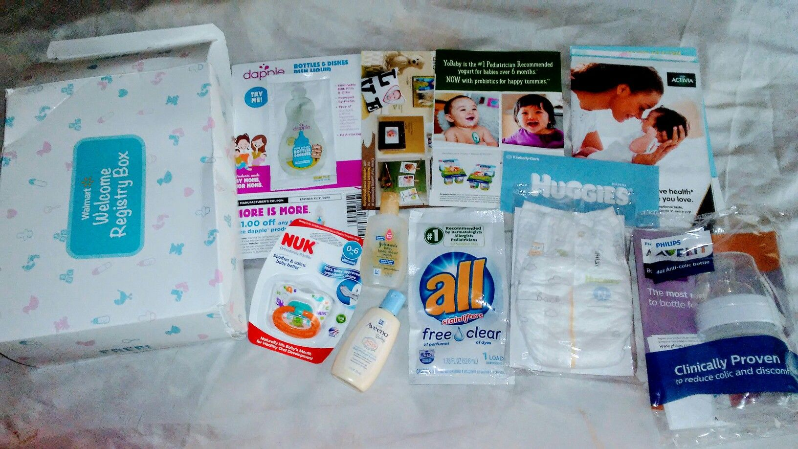 Free WalMart Baby registry sample pack gift, from Wal