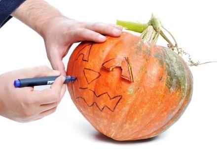 Se acerca la fecha más terrorífica de todo el año y si tienes una celebración, ¿por qué no hacerla temática? Aquí te damos consejos fáciles para decorar tu fiesta para Halloween.