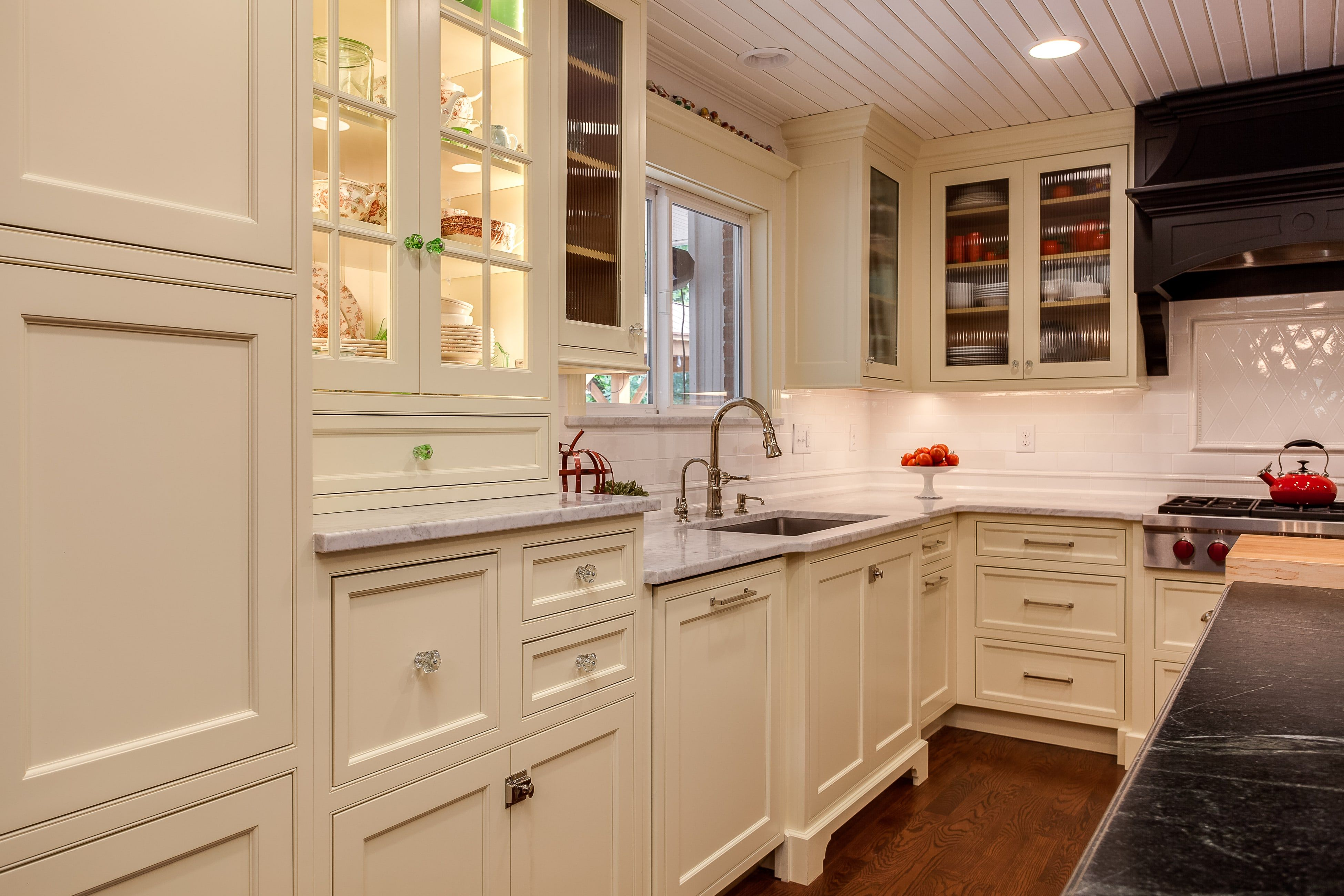 Off White Shaker Cabinets With Textured Glass Kitchen Kitchen