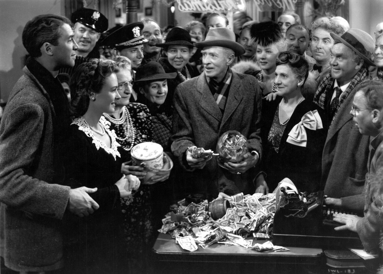 Pin By Nettie Sanders On Classic Christmas Movies Wonderful Life Movie It S A Wonderful Life Its A Wonderful Life