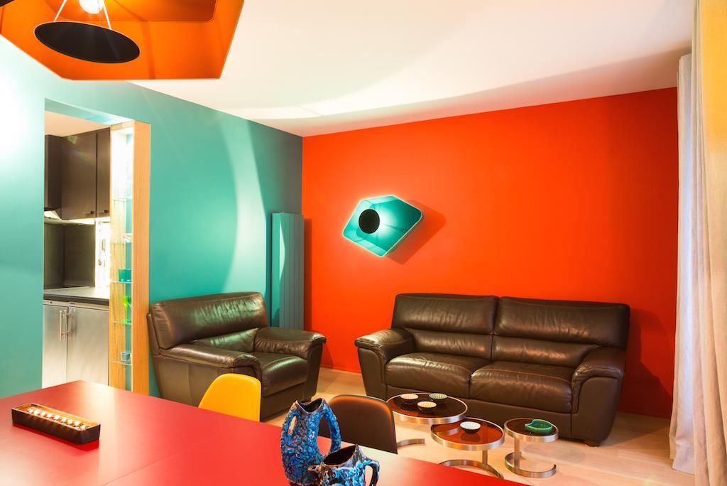 Salon color avec mur rouge devoirs d co pinterest - Quelle couleur avec le rouge ...