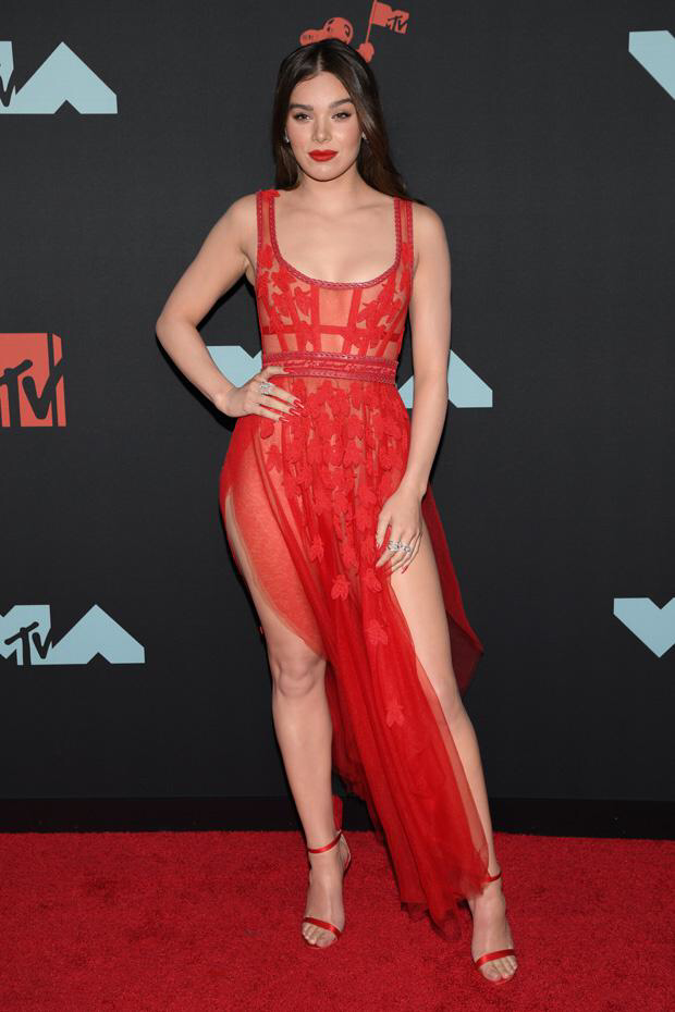 10 Amazing Celebrity Dresses Every Girl Wants to Own