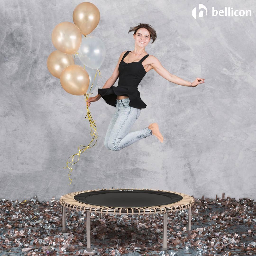 Trampolinspringen ist in! Physiotherapeut Andreas Sperber erklärt, wie sich das hochelastische Minitrampolin positiv auf die Gesundheit auswirkt.  #bellicon #bellicon_de #bellicon_schweiz #fitness #trampolin #springen #stayhealthy #gesundheit #jumping #trampoline #jumpingfitness #hometraining #workout #rebounder #belliconjumping #minitrampoline #belliconhome #training #sport #pause #arbeit #entspannung #homeoffice #büro #bewegung #antistress #burnout #minitrampolin #rebounding