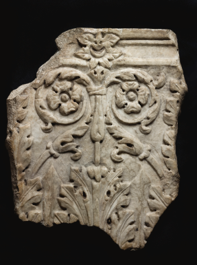 ★! A FRAGMENTARY ROMAN MARBLE PILASTER CAPITAL, CIRCA EARLY 2ND CENTURY A.D.