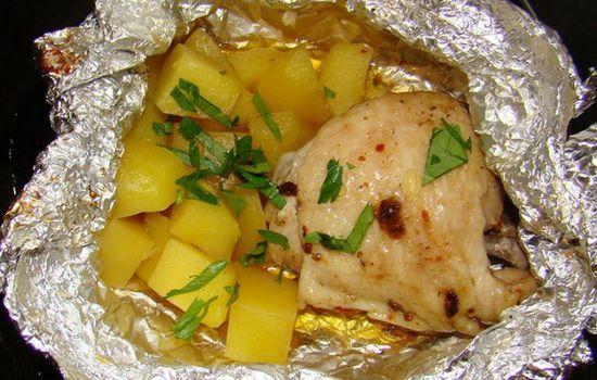 курица с картошкой в фольге в духовке рецепт пошагово с фото