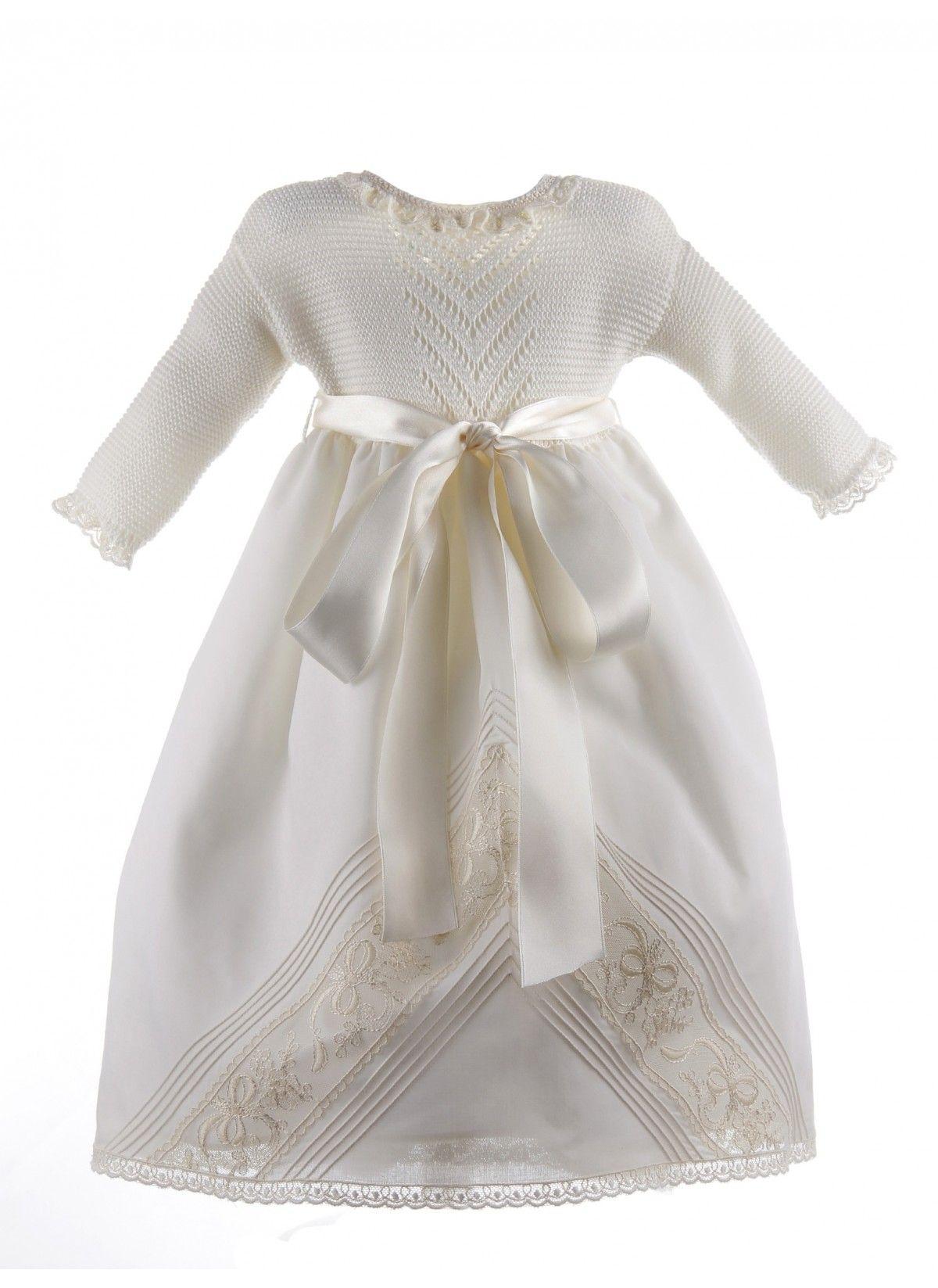 e1729bf3e Faldon de Ceremonia con el cuerpo de algodón y la falda de organdí con  encaje de Alençon