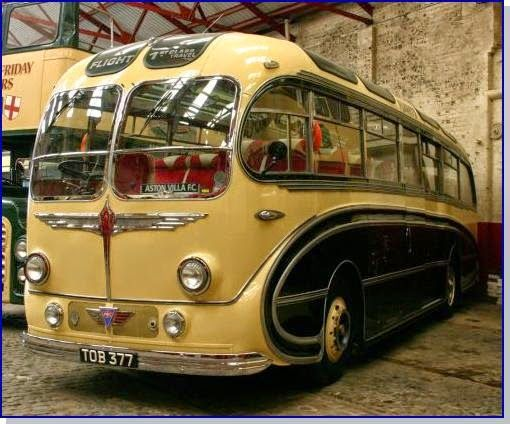 Very Old Buses Wayfarer With Images Vintage Trailers