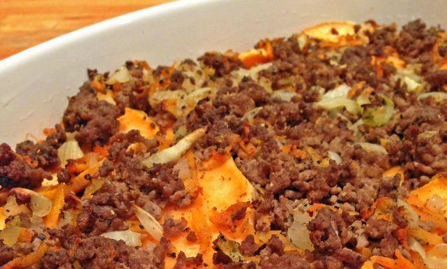 طريقة عمل صينية اللحم المفروم بالبطاطس والبصل Recipe Food Soup Chili