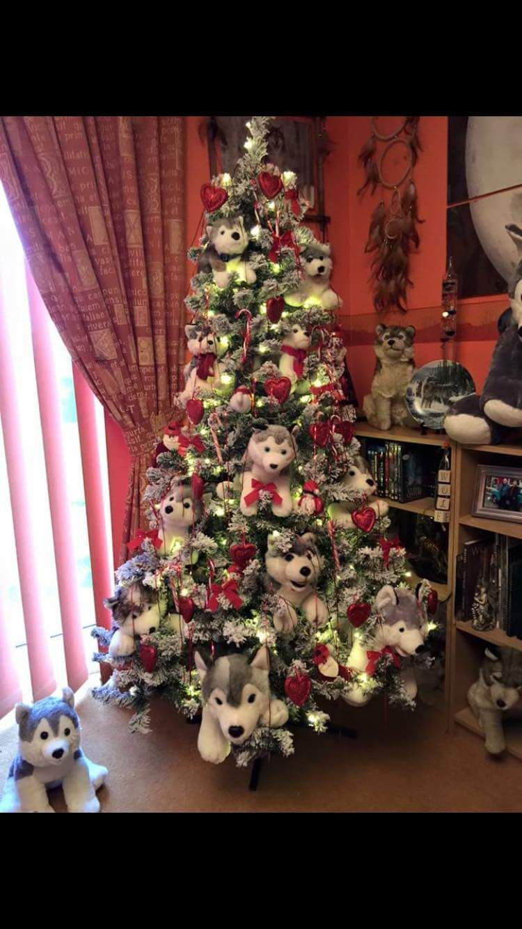 one seriously festive husky family tree