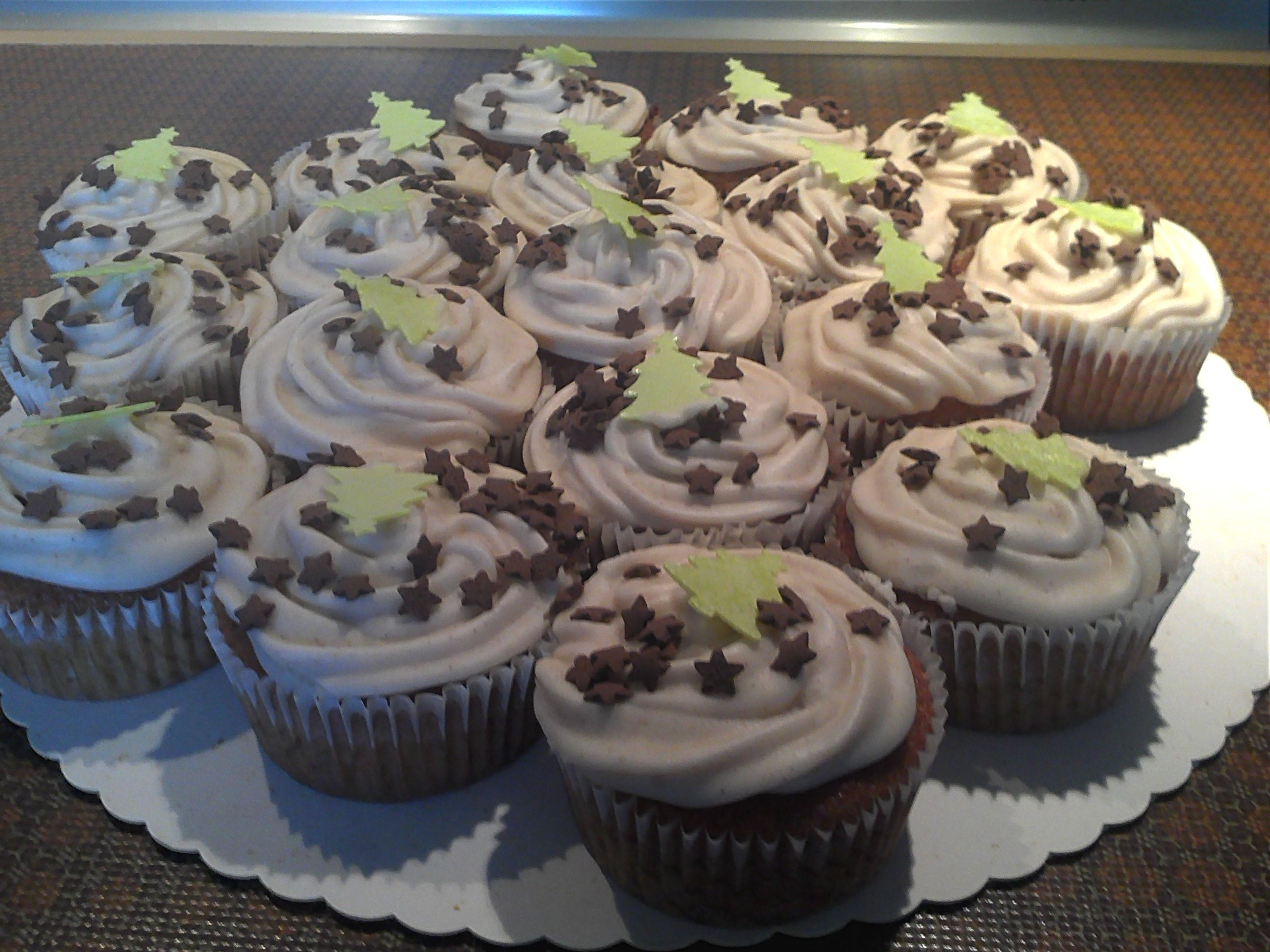 gingerbread-cupcakes with cinnamon-frosting *yummy*