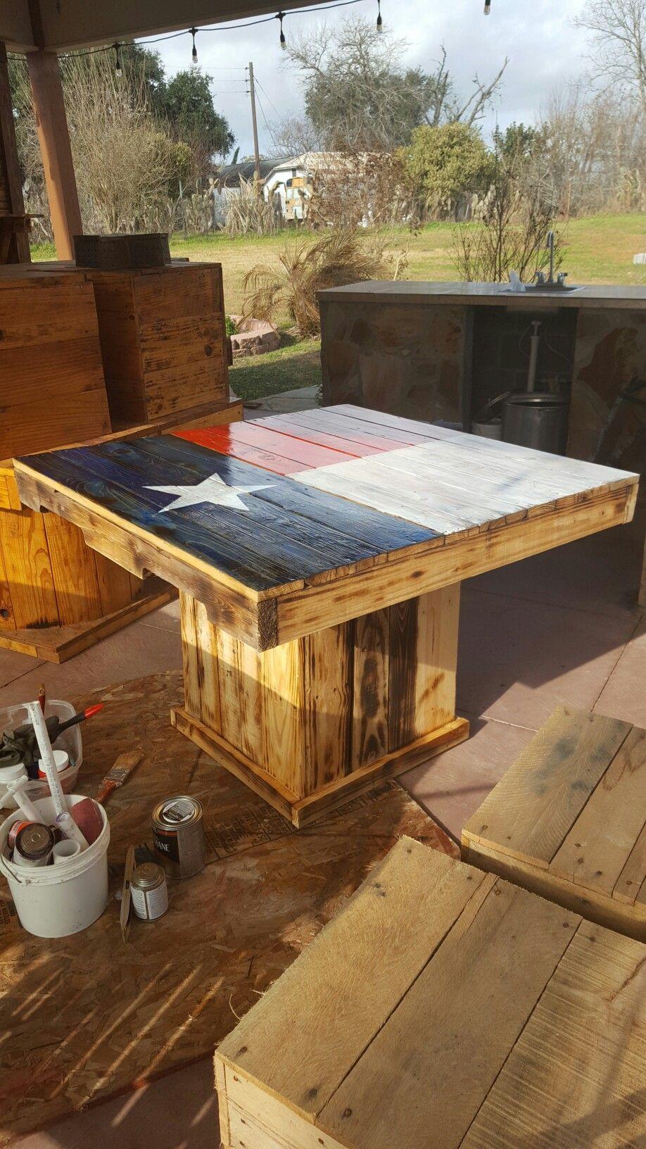 Texas Flag Pallet Table