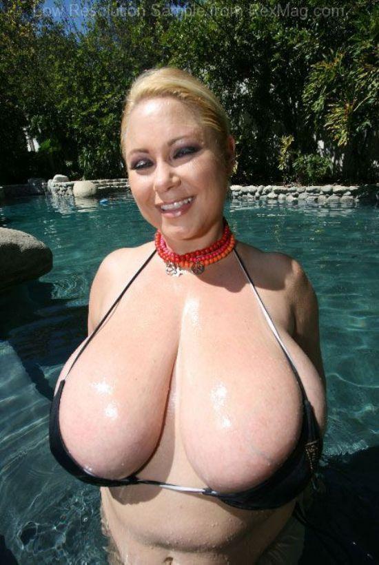 Samantha 38g big boobs