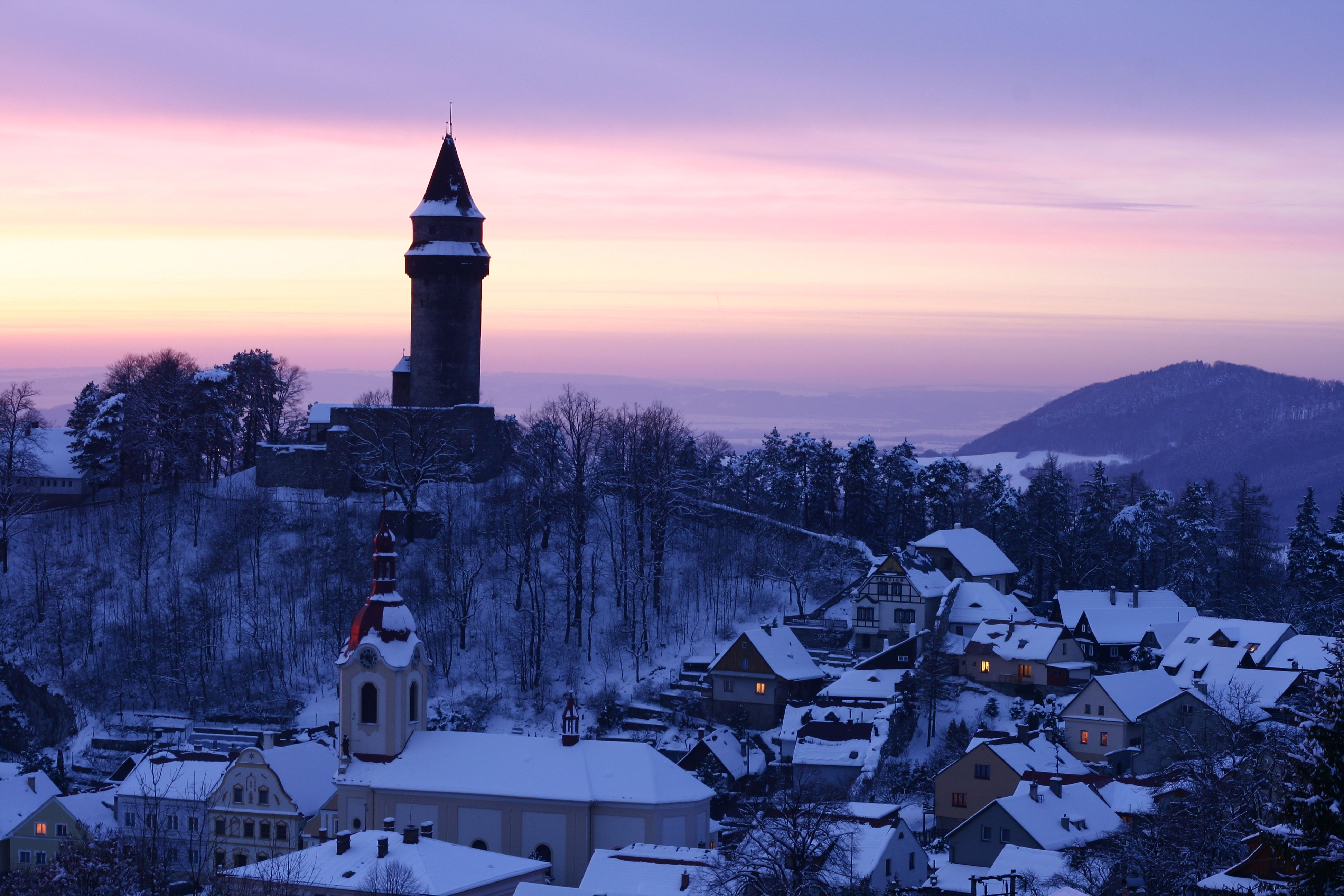 Sunset and snow, hot and cold !