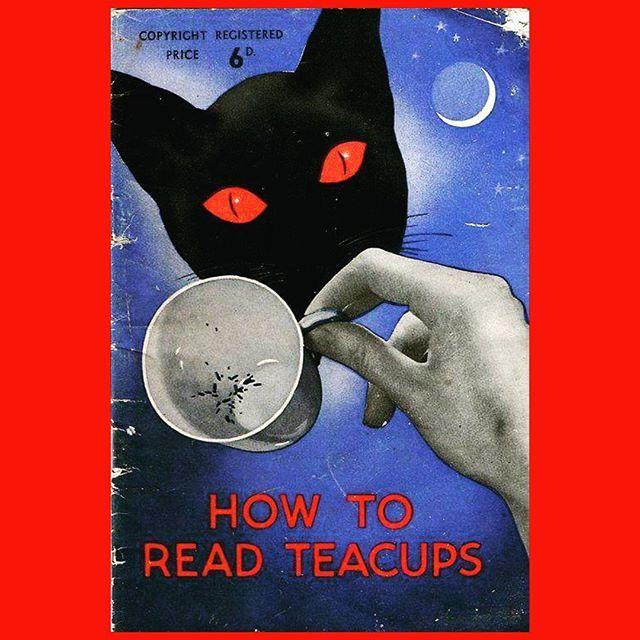 Gatos y té.... esto me gusta, lo de la taseografía (lectura de los posos del té) ya me da más igual la verdad.  #soloinfusiones #teatime #teacup #cats #catinstagram #instacat #leaf #vintage #paper #old #red #blue #Ilike