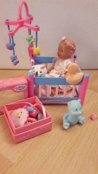 Diese süße Baby Born mini mit Laufstall, Kuscheliegen und Umfang ...