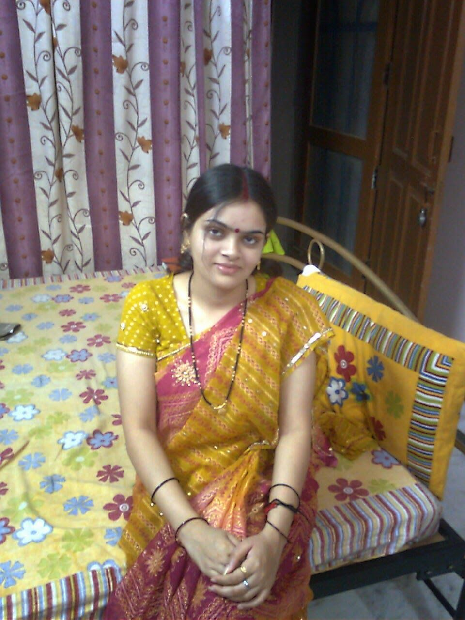 Indian Desi Girls And Womens In Saree New Hd Photos Aunties Photos Hd Photos