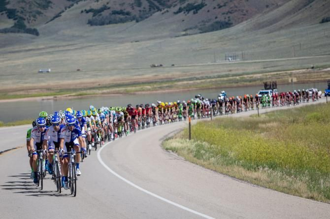 TOU 2015 The field spent most of the day strung out. (Jonathan Devich/epicimages.us)