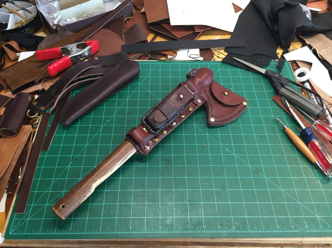 Bush Craft Veg Tanned Leather sheath with adjustable / removable strap system to attach smaller sheaths of your choice. This one was made to fit the H&B Forge Medium Camp Hawk.