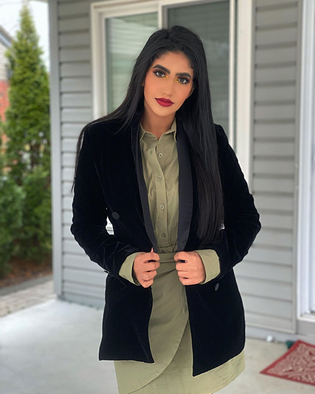 نور ستارز Noor Stars On Instagram التجارة الحقيقية هالأيام شوفوا تاني صورة سؤال كم مرة بتسمعوا كلمة كورونا باليوم Clothes Arab Girls Women S Blazer