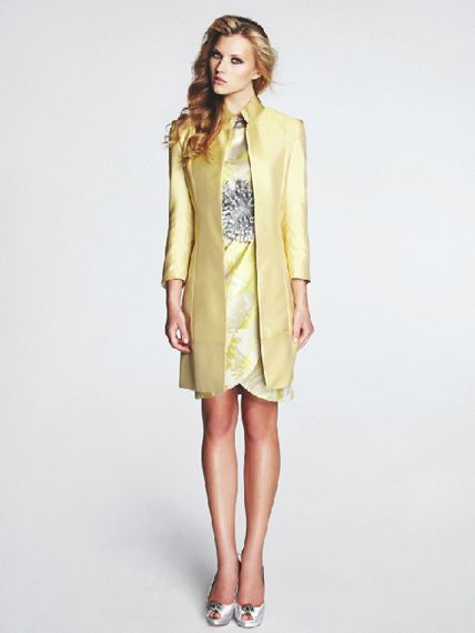 Vestido Amarillo con Abrigo de Mangas Tres Cuartos -- Matilde Cano ...