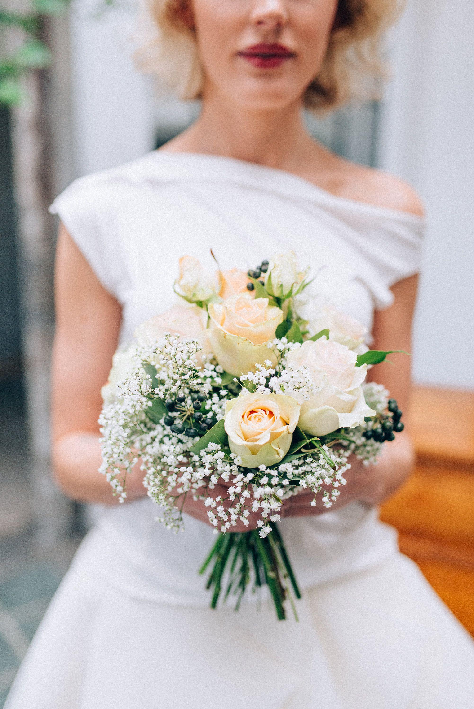 Brautstrauss Mit Rosen Und Schleierkraut Bridal Bouquet With Roses