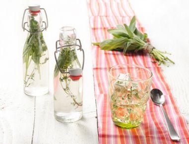 thymian salbei sirup rezept gesundes selbermachen gesundheit healthy diy rezepte sirup. Black Bedroom Furniture Sets. Home Design Ideas