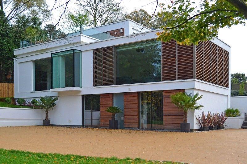 Maison contemporaine avec piscine à débordement en Angleterre - facade de maison contemporaine