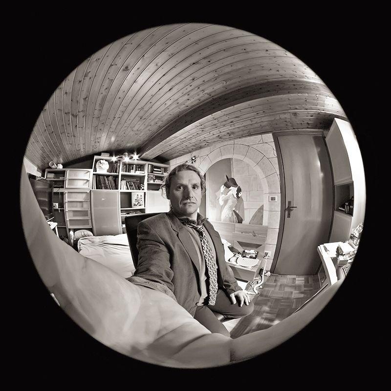 Tribute To M C Escher Self Portrait In Spherical Mirror By Gadion Mirror Photography Spherical Mirror Portrait