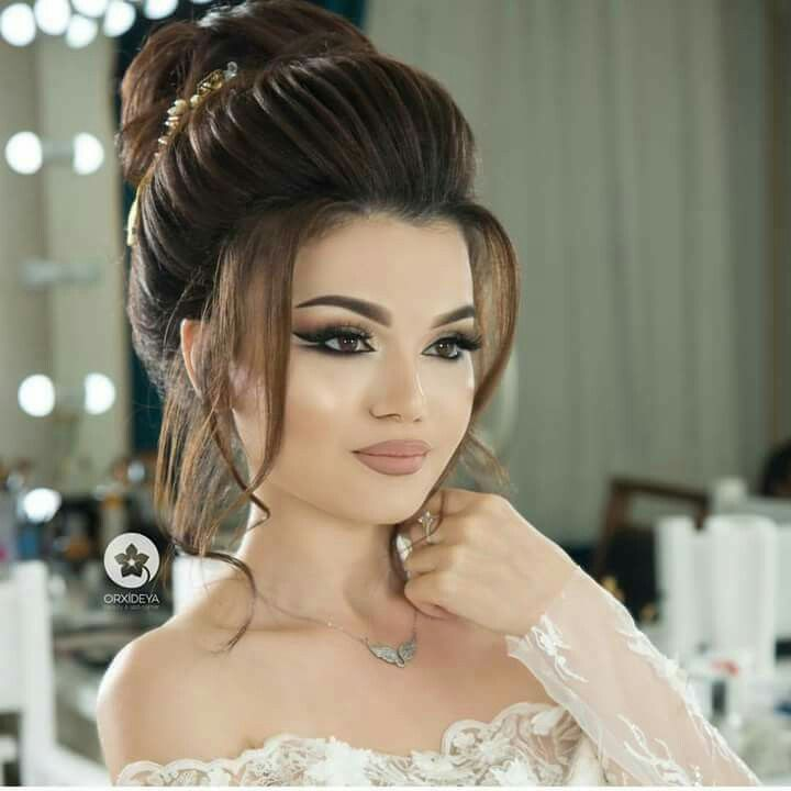 Pin By Filiz Kizilaslan On Dugun Kina Bridal Hair Buns Romantic Wedding Hair Bridal Hair And Makeup
