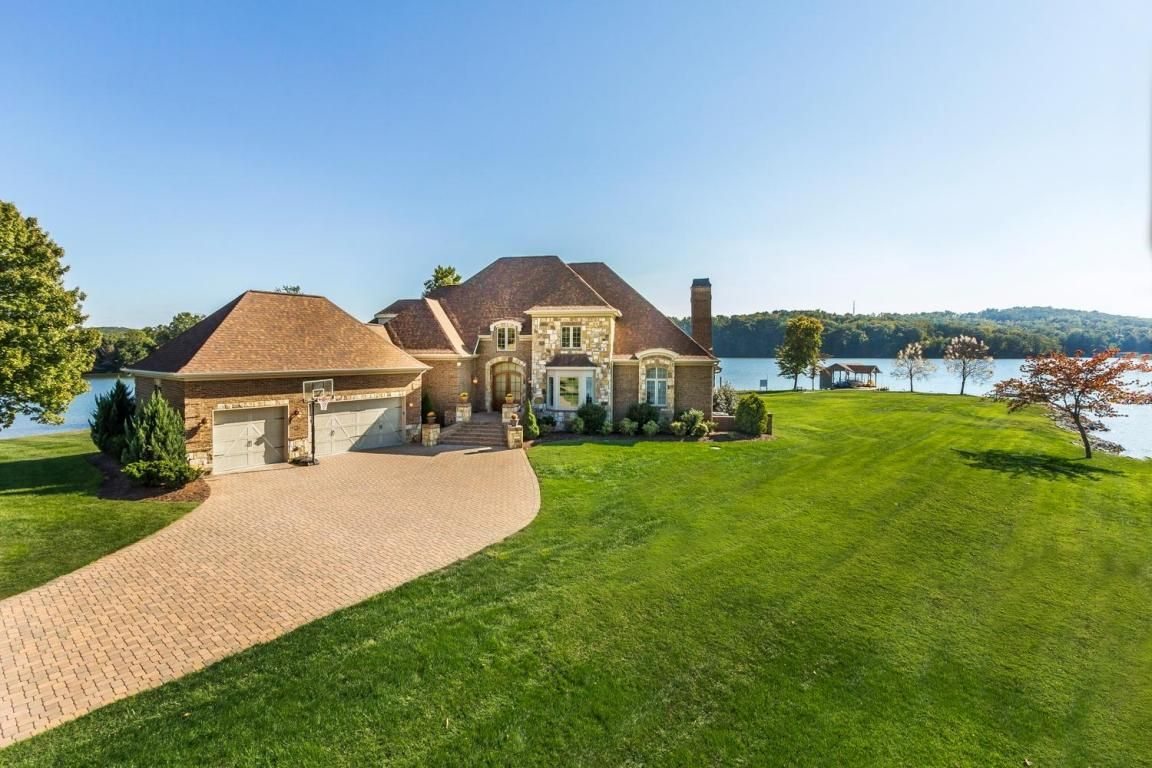 Enjoy this Lake House at Beals Landing