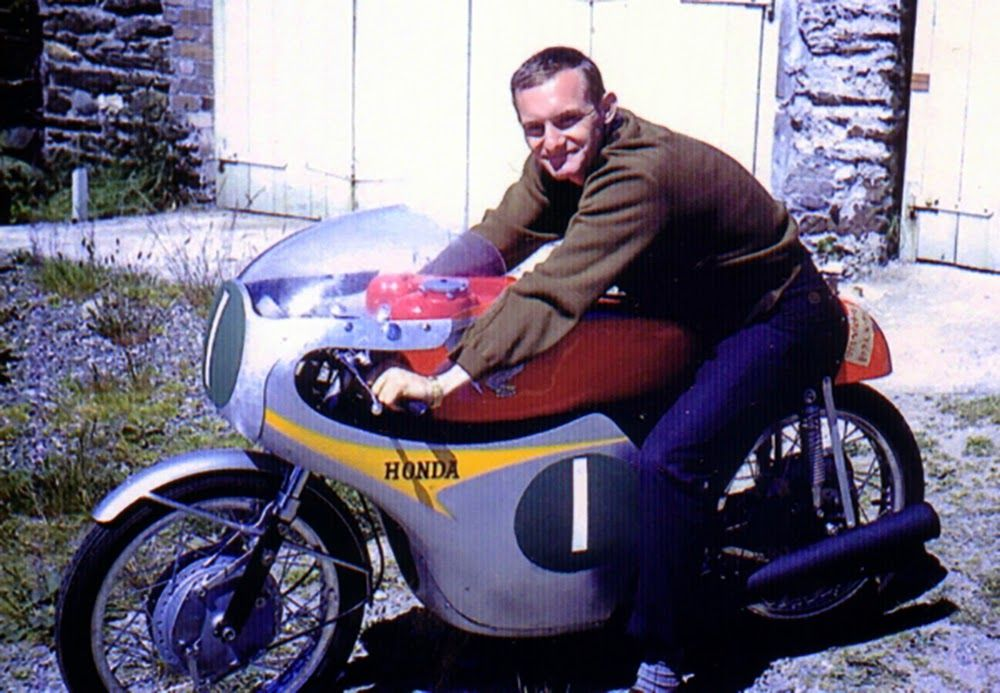 clasp garage tt week mike hailwood at 1961 isle of man workshops at geoff dukes hotel. Black Bedroom Furniture Sets. Home Design Ideas