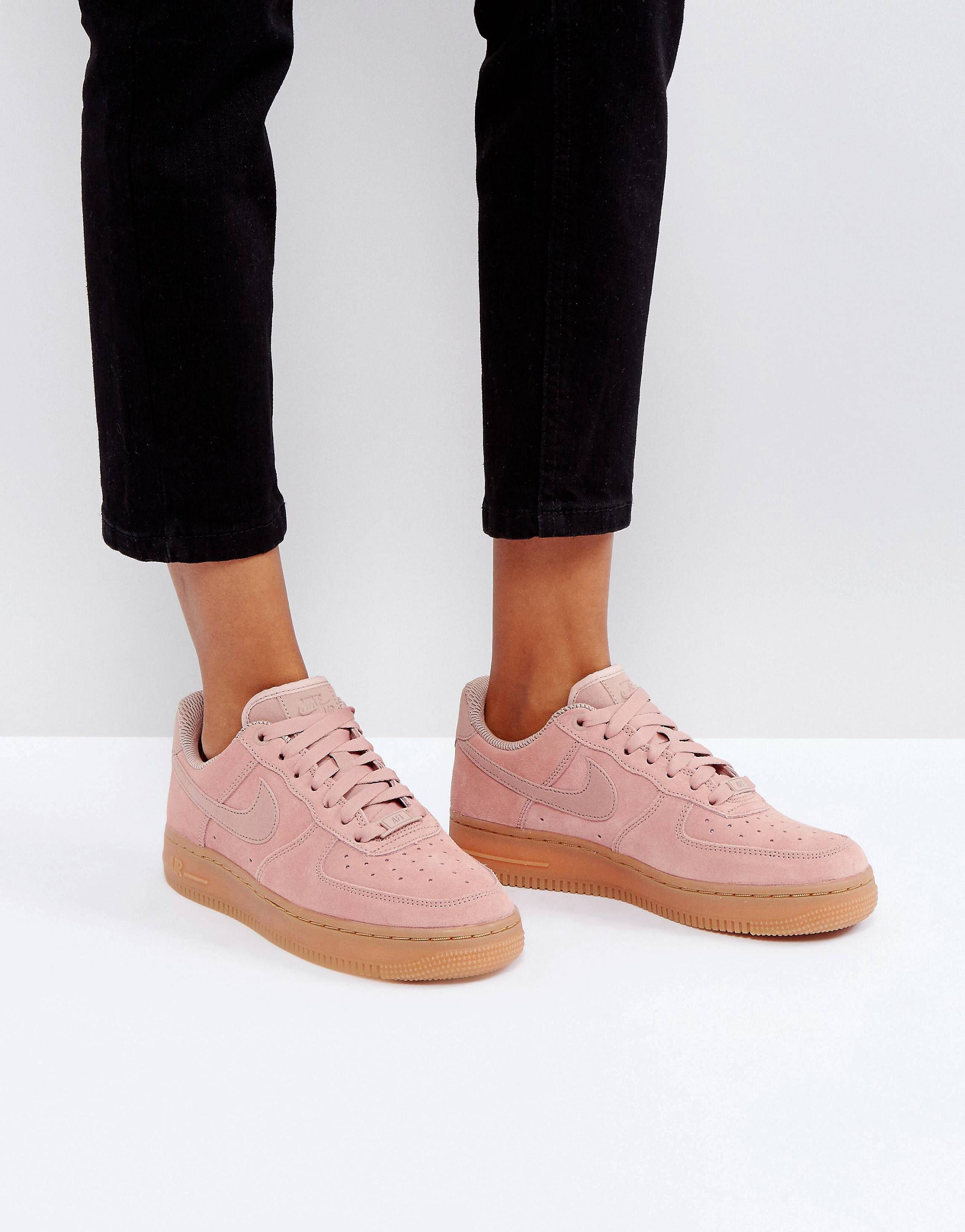 Zapatillas de deporte de ante rosa con partículas y suela de goma Air Force 1 '07 de Nike LvyobRnF