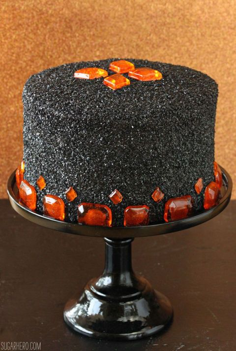 35 Deliciously Spooky Halloween Cakes Halloween cakes, Fake blood