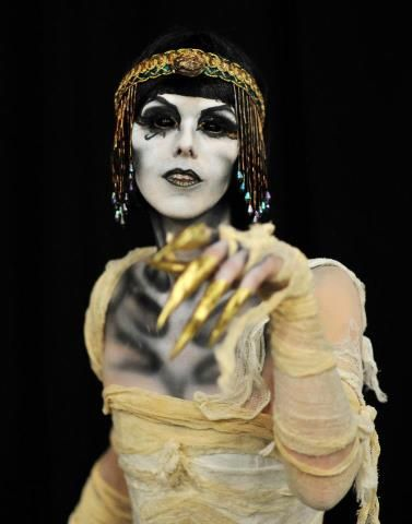 Mummy makeup for Cleopatra! This looks so COOL!!!!!   Mummy makeup ...