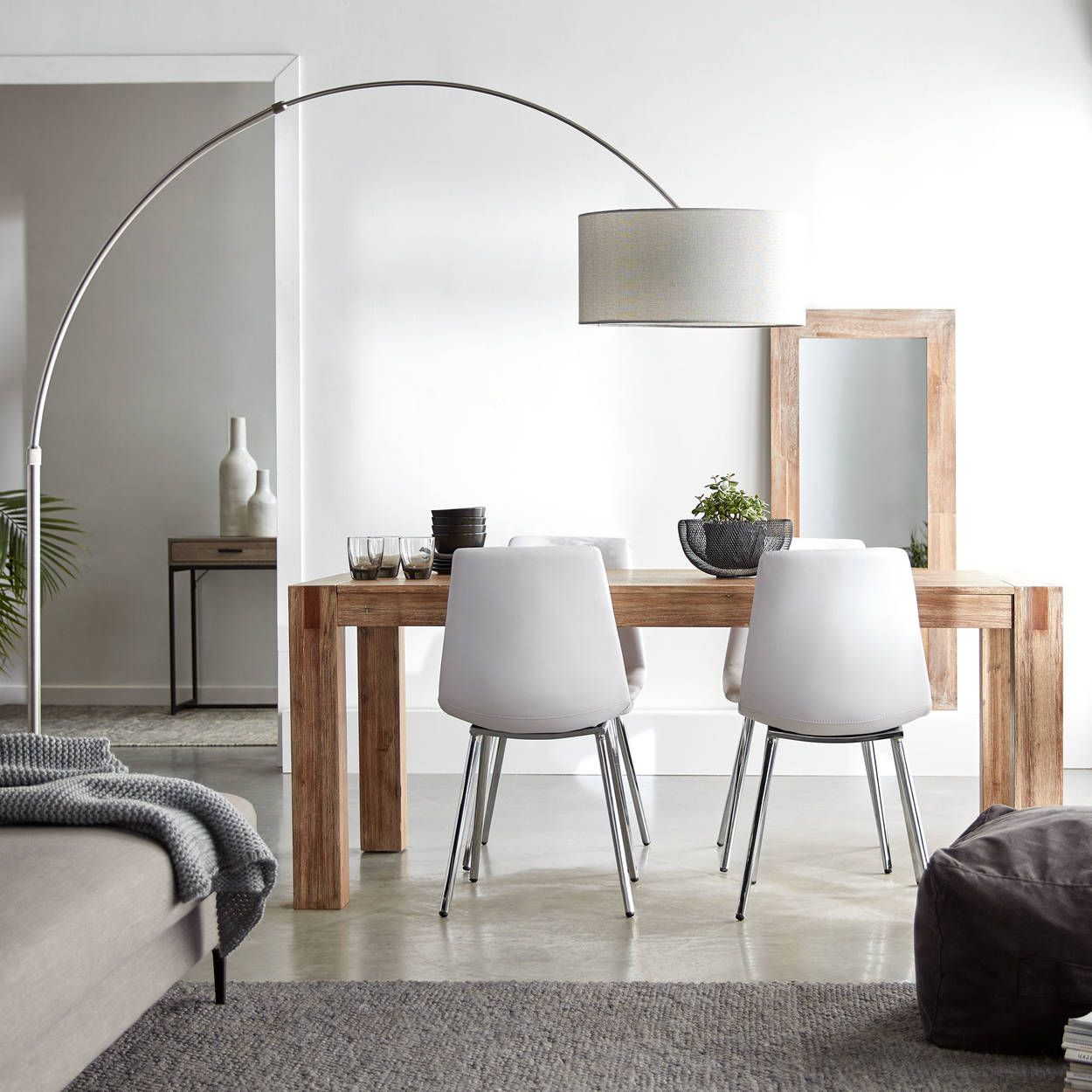 Mettre en place un petit salon avec coin repasPas assez despace pour les meubles dans le sa Mettre en place un petit salon avec coin repas