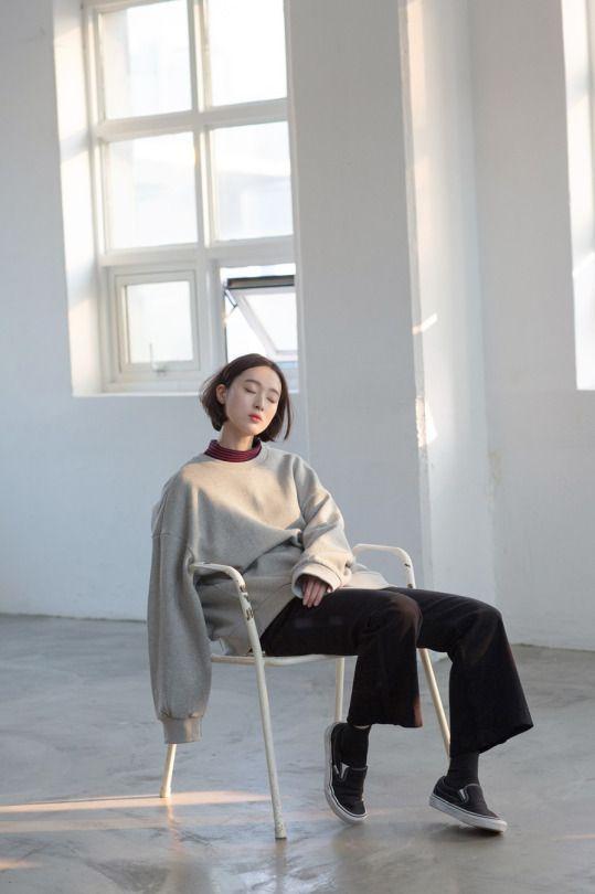 크로키 자료실 on Twitter | 남성 모델, 의자에 앉은 자세, 포즈 참조
