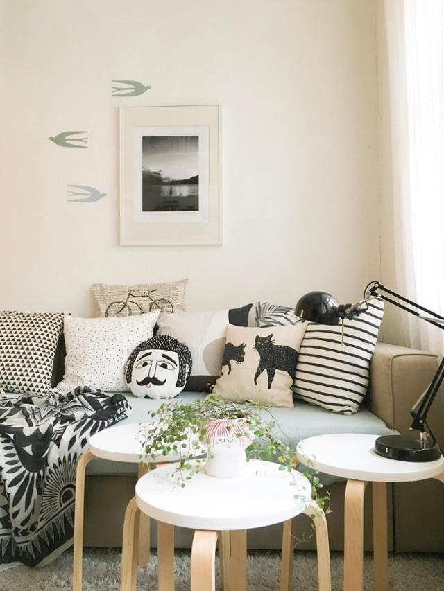 Schwarz-weiß🖤 #sofa #kissen #ikea #wohnzimmer #hygge... in ...