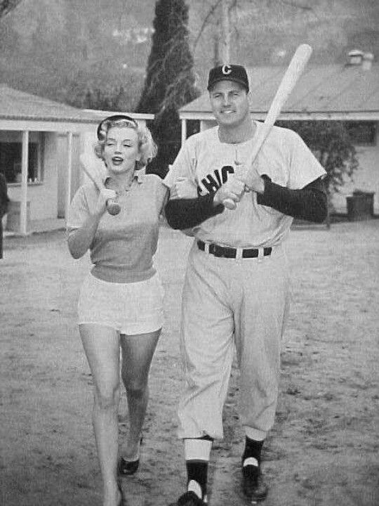 Marilyn Playing Baseball Marilyn Marilyn Monroe Marilyn Monroe Photos
