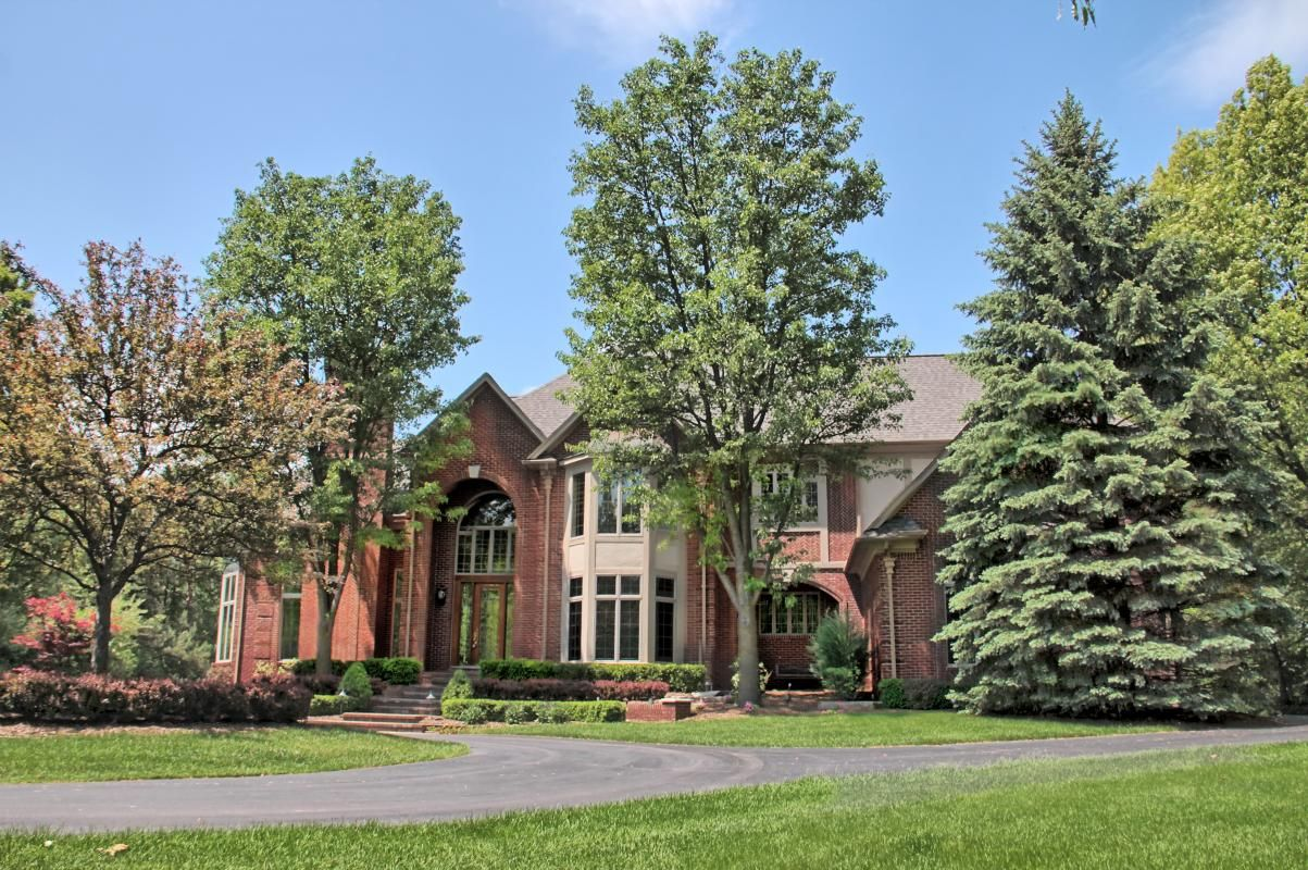 Rochester Hills Michigan Real Estate Homes And Info Via Http Soldbyrebeccarealty Com Neighborho Rochester Hills Michigan Rochester Hills Rochester Michigan