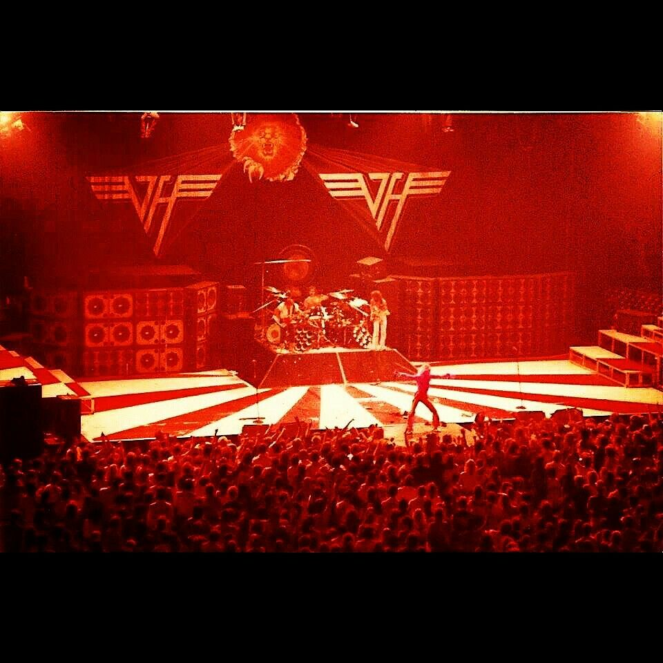 Diver Down Tour One Of The Vantastik Shows I Saw Evh Eddievanhalen Alexvanhalen Diamonddave Davidleeroth M Eddie Van Halen Van Halen Alex Van Halen